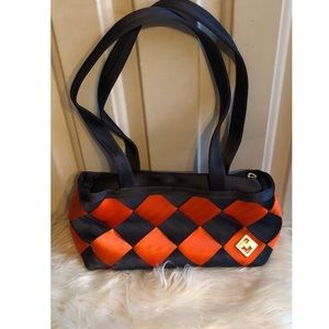 Maggie Bag Seatbelt Purse